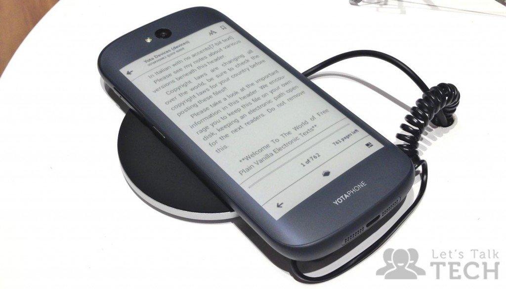 YotaPhone-2-Always-On-Display